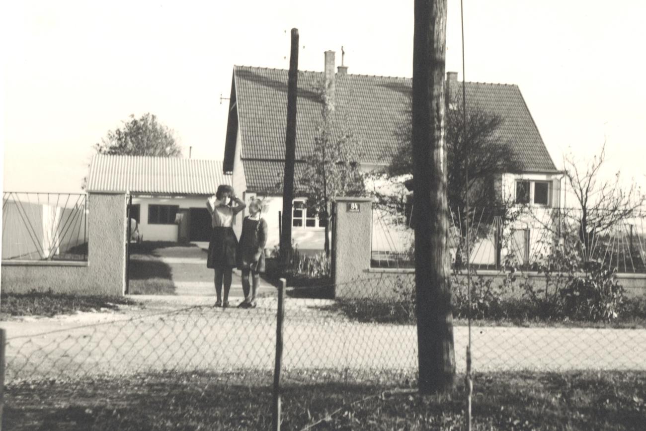 Das Elternhaus meines Vaters - heute steht dort der Weinkeller - hinten das alte Heurigenlokal!