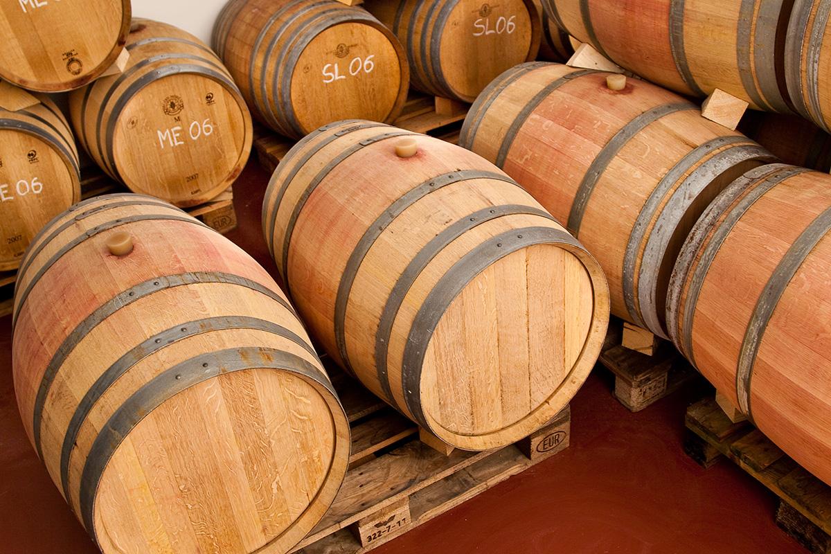 Die Rotweine MÜHLACKER und ALTE REBE werden traditionell im Holzfass ausgebaut